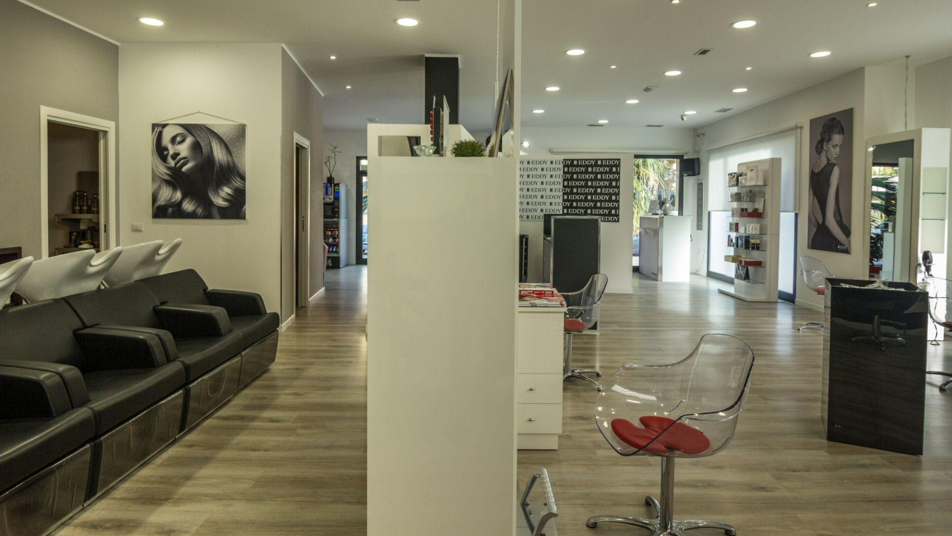 Salone parrucchieria: taglio, colorazione, antiage